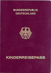 Der Kinderreisepass ist ein Pass, der in der Regel für Kinder bis zum 12. Lebensjahr ausgestellt wird.